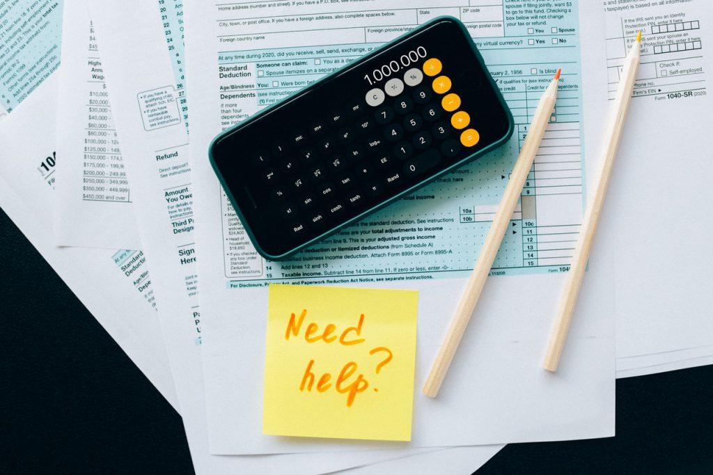 個人事業主ができる節税対策。経費化の方法や青色申告などを紹介